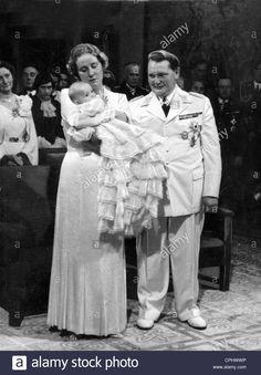 hermann-goering-with-wife-emmy-and-daughter-edda-1938-CPHWWP.jpg (967×1390)