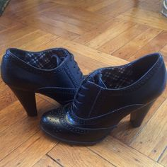 AE Black Ankle Booties Black American Eagle booties. Great to pain with short dresses, skirts and jeans. They are extremely comfortable. Size 6 and in great condition!! American Eagle Outfitters Shoes Ankle Boots & Booties