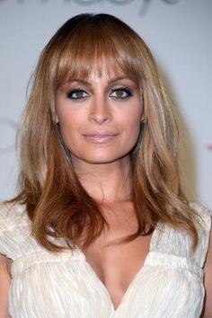 Awesome Hairstyles for Square-Shaped Faces: Blunt Bangs With Rounded Edges are Great for Square Faces