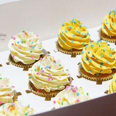 Simple buttercream cupcakes .  .  .  .  .  .    #buttercream #buttercreamcupcake #cupcakestagram #instacupcake #lilbitesid #ciakholiao #kulinermedan #foodphotography #foodblogger #food52 #f52grams #wtfoodies #foodgawker #buzzfeast #anakjajan #eeeeeats #eatandtreats #sgbakes #goodeats #homebaked #huffposttaste #hidupuntukmakan #makanmana #nomnom #vscocam #bonappetit #wiltoncakes #yahoofood #foodcoma #onthetable