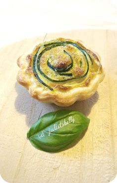 Mini quiche di pesto e zucchine