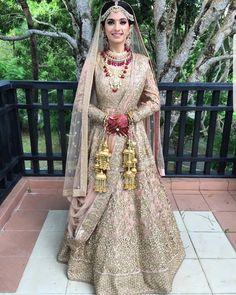 Golden Wedding Lehenga, Golden Lehenga, Bridal Lehenga, Bridal Outfit New York Weddings Gold Lehenga Bridal, Wedding Lehnga, Designer Bridal Lehenga, Indian Bridal Lehenga, Indian Bridal Outfits, Indian Bridal Wear, Indian Dresses, Indian Wear, Bridal Dresses