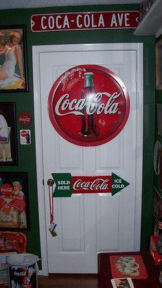 Coca Cola Coke the door had plenty of space for signs Coca Cola Vintage, Coca Cola Decor, Coca Cola Kitchen, Cocoa Cola, Always Coca Cola, World Of Coca Cola, Pepsi Cola, Diet Coke, Vintage Design