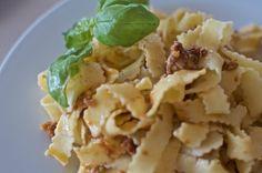 Pesto rojo de pistachos, tomates secos, albahaca y parmesano con tagliatelle.
