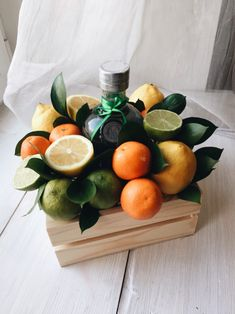 коробка-удовольствия Man Bouquet, Candy Bouquet Diy, Food Bouquet, Ikebana Arrangements, Edible Arrangements, Fruit Hampers, Vegetable Bouquet, Five Senses Gift, Creative Gift Baskets