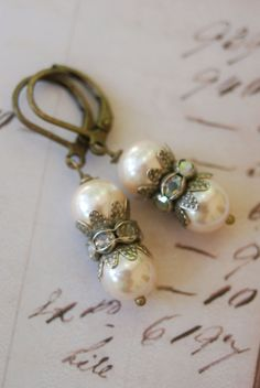 Catherine.+vintage+pearl+rhinestone+earrings.+by+tiedupmemories,+$17.50