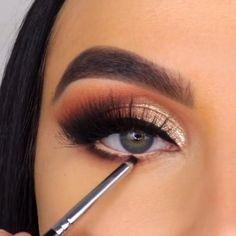 Wow what an amazing eye makeup tutorial credits on makeupbyserena Smoke Eye Makeup, Makeup Eye Looks, Eye Makeup Steps, Eye Makeup Art, Colorful Eye Makeup, Beautiful Eye Makeup, Eyeshadow Makeup, Eyeshadow Palette, Makeup Case