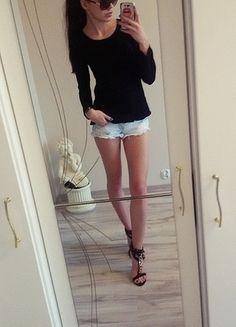 Kup mój przedmiot na #vintedpl http://www.vinted.pl/damska-odziez/swetry-z-dzianiny/12389211-czarny-sweterek-sweter-azurowy-asymetryczny-nowy