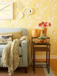 gelbe akzente wandgestaltung wohnzimmer mit tapeten