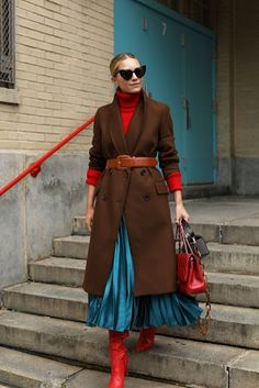 Accordion skirts and slouchy boots for fall // Blair mixing it up with new fall color combinations on Atlantic-Pacific / Slouchy Stiefel, Look Fashion, Womens Fashion, Fashion Trends, Dress Fashion, Fashion Coat, Jackets Fashion, Fashion Sandals, Cheap Fashion
