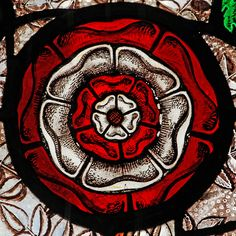 The Tudor Rose, but there was a more intereseting man in Henry's court. Tudor Rose, Tudor Era, Tudor Style, Tudor History, British History, Art History, Elizabeth Of York, Queen Elizabeth, Stained Glass Panels