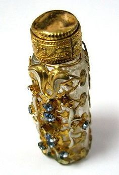 VINTAGE-EMPTY-PERFUME-BOTTLE-FLORAL-MOTIFS-DECORATED-ORNATE-CUT-GLASSES-SEE-gt-gt