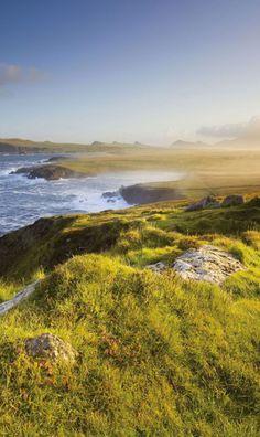 Scenic drive along the Wild Atlantic Way on the Dingle Peninsula