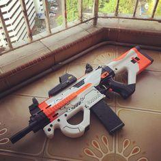 Sci Fi Weapons, Concept Weapons, Weapons Guns, Airsoft Guns, Armas Wallpaper, Modified Nerf Guns, Cool Nerf Guns, Nerf Toys, Nerf War