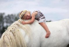 Hoping to have one of my friends horses, come to char and Lila party this year, and if so get a pic like this! Beautiful Children, Beautiful Horses, Animals For Kids, Cute Animals, Cute Kids, Cute Babies, Arte Equina, Tier Fotos, Horse Photography