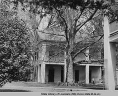Court at Melrose plantation home in Natchez Mississippi circa 1930s :: State Library of Louisiana Historic Photograph Collection
