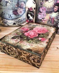 Linda caixa! Decoupage Vintage, Decoupage Art, Altered Boxes, Altered Art, Cigar Box Crafts, Diy Recycling, Decoupage Furniture, Pretty Box, Vintage Box
