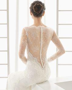 DOLCE vestido de novia en encaje rebrodé pedrería y chantilly pedrería.