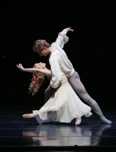 Smuin Ballet dancers Erin Yarbrough-Stewart and Aaron Thayer performing the Romeo and Juliet pas de deux