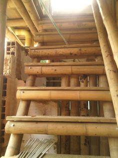 Construcción en guadua ubicado en la Vega Cundinamarca con acrílicos, vidrio, esterilla y guadua. Cel/whatsapp +57-3178149055