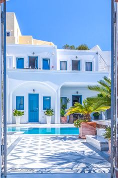 Santorini, Greece Santorini is on my short-list after Japan on my travel goals. Santorini House, Santorini Greece, Crete Greece, Mykonos, Casa Retro, Greek House, Beautiful Places To Travel, Mediterranean Style, Greece Travel