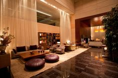 The Lobby Lounge conveys a warm yet stimulating ambience of relaxed sophistication.