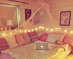 I like this corner bed idea...