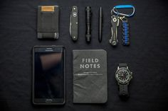 Everyday Carry - What are your EDC essentials? What Is Edc, What In My Bag, What's In Your Bag, Bushcraft, Edc Essentials, Everyday Carry Items, Gadgets, Edc Tactical, Edc Tools