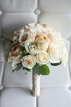Minneapolis wedding bouquet created by Bachman's