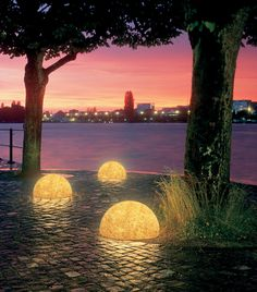 Great balls of light - (5) - FORTUNE Small Business