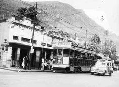 Bonde em Botafogo - 1948 O bonde da imagem pertencia à linha 6 - Centro - Voluntários da Pátria (Rio de Janeiro). Está parado em um ponto no Humaitá, ao lado da entrada do destacamento do Corpo de Bombeiros do local. Nesta época o serviço era todo efetuado pela Light, pois a Cia Ferro-Carril do Jardim Botânico, dona original das linhas da zona sul, foi absorvida pela Light em 1946
