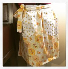 ♥Handcrafted Apron ♥ Disney's Winnie the Pooh Apron / Bees and Honeycombs Apron / Half Apron with pockets / Pooh Bear Apron