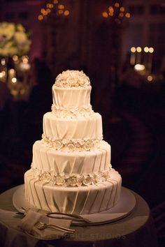 #Wedding #Cake #White #Roses