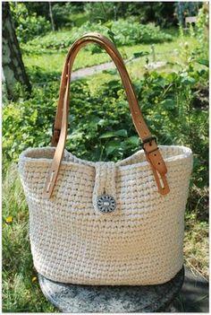 Virkattu kesäkassi Crotchet Bags, Crochet Tote, Crochet Handbags, Crochet Purses, Knit Or Crochet, Knitted Bags, Crochet Stitches Free, Crochet Symbols, Homemade Bags