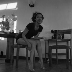 Dorothy Dandridge on a break from rehearsing the limbo for a scene in the film Island in the Sun Dorothy Dandridge, Lady In My Life, My Black Is Beautiful, Beautiful People, Classic Beauty, Timeless Beauty, Black Beauty, We Are The World, African American Women