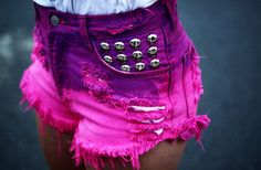How to make Diy studded denim shorts : DIY Studded shorts are one of the most covetable items in the fashion stores. Are you fond of having blings and things on you clothes? Studs are one way to decorate any piece of clothing. Dip Dye Shorts, Shorts Diy, Cute Shorts, Short Shorts, Studded Shorts, Ripped Shorts, High Waisted Shorts, Denim Shorts, Studded Denim