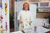 DIY-er, Tiffany Pratt, teaches us easy ways to update boring walls using various techniques. Tiffany Pratt, Walls, Dresses With Sleeves, Easy, Projects, Decor, Fashion, Gowns With Sleeves, Decorating