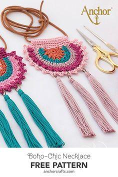 Elegant and colourful Boho-Chic style necklace by AnabeliaCrafts FREE pattern! Elegant and colourful Boho-Chic style necklace by AnabeliaCrafts Crochet Bracelet, Crochet Earrings, Crochet Necklace Pattern, Crochet Shoulder Bags, Crochet Decoration, Crochet Mandala, Crochet Accessories, Beautiful Crochet, Boho Jewelry