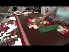 Trilho de mesa - Elisa fumache - parte 2 Christmas Picks, Christmas Time, Tutorial Patchwork, Mug Rugs, Quilting Tutorials, Quilt Blocks, Projects To Try, Patches, Make It Yourself
