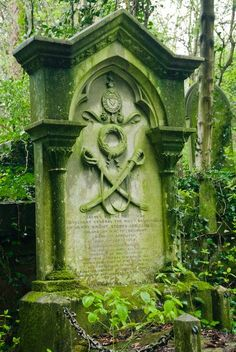Highgate Cemetery, History & Photos | Historic London Guide