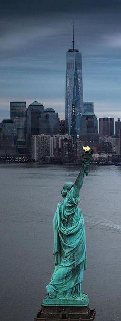 Statue of Liberty, New York City, USA  - Saiba mais sobre #NovaIorque nos #EUA antes de fazer a sua #viagem em http://mundodeviagens.com/nova-iorque/