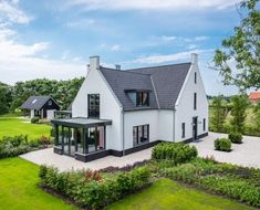 Love this style modern cape dutch Dutch House, Rest House, Cottage Exterior, Farmhouse Remodel, House Siding, Mansions Homes, Modern Exterior, House Layouts, Next At Home
