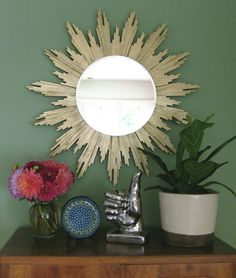 DIY Sunburst Mirror using shims: If I've said it once, I've said it a thousand times. A starburst mirror is a must have! Diy House Projects, Cool Diy Projects, Diy Décoration, Diy Crafts, Fun Diy, Decor Crafts, Spiegel Design, Sun Mirror, Rope Mirror