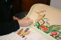 "Pintamos a mano ...""A Mano"" taller de artesanía  Ezcaray La Rioja España"