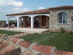 Mihai Cubanit - zidarul care face case din piatra Mexico House, Pergola, Outdoor Structures, House Design, Mansions, Stone, House Styles, Interior, Case