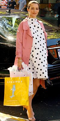 "Kristin Davis, Sex and the City, Oscar de la Renta  Charlotte York (Kristin Davis), wearing a sweet Oscar de la Renta polka-dot dress and pink trench coat, in a scene outside Lumi restaurant on New York's Upper East Side, ""continues to move towards even more feminine pieces,"" says Field."