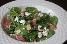 Volta ao Mundo Restaurante: Salada de Espinafre com Queijo Chevre e Prosciutto