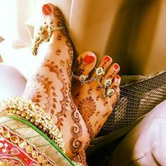 Newly-Wed Divyanka Tripathi shares this click of her feet after her wedding…