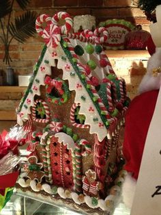 100 Gingerbread House Ideas to give your Christmas Party a Delicious Dose of Happiness - Hike n Dip - - Thinking about Gingerbread house decorating party? Then you have to have a look at these delicious and cute Gingerbread house ideas right here. White Gingerbread House, Graham Cracker Gingerbread House, Cardboard Gingerbread House, Gingerbread House Template, Cool Gingerbread Houses, Gingerbread House Designs, Gingerbread House Parties, Gingerbread Village, Gingerbread House Decorating Ideas