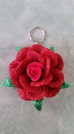 Discover thousands of images about Chaveiro Flor de Eva com molde - Como Fazer Foam Sheet Crafts, Foam Crafts, Craft Stick Crafts, Diy And Crafts, Arts And Crafts, Felt Flower Bouquet, Felt Flowers, Diy Flowers, Fabric Flowers